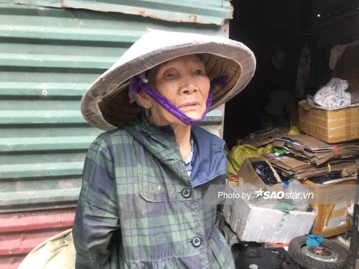 Tuổi đã cao nhưng bà Thìn sống một mình vì không muốn làm ảnh hưởng tới con cháu.