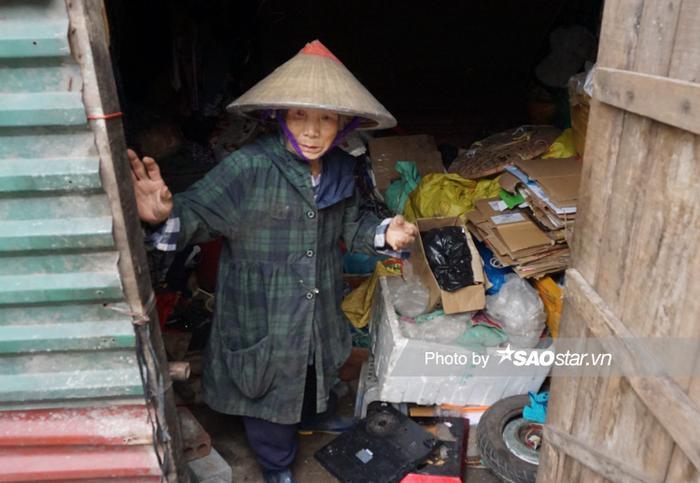 Bà Thìn cũng gắn bó với chợ Long Biên hàng chục năm nay.