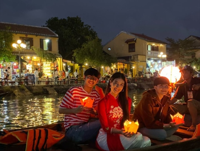 Ngắm nhìn bộ hình siêu đẹp của Mint Chalida khi đi du lịch ở Việt Nam