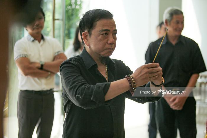 Vợ NSƯT Nguyễn Chánh Tín khóc nghẹn, đông đảo nghệ sĩ xót xa đưa tiễn ảnh 8