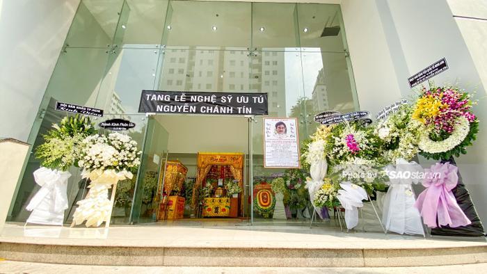 Vợ NSƯT Nguyễn Chánh Tín khóc nghẹn, đông đảo nghệ sĩ xót xa đưa tiễn ảnh 12