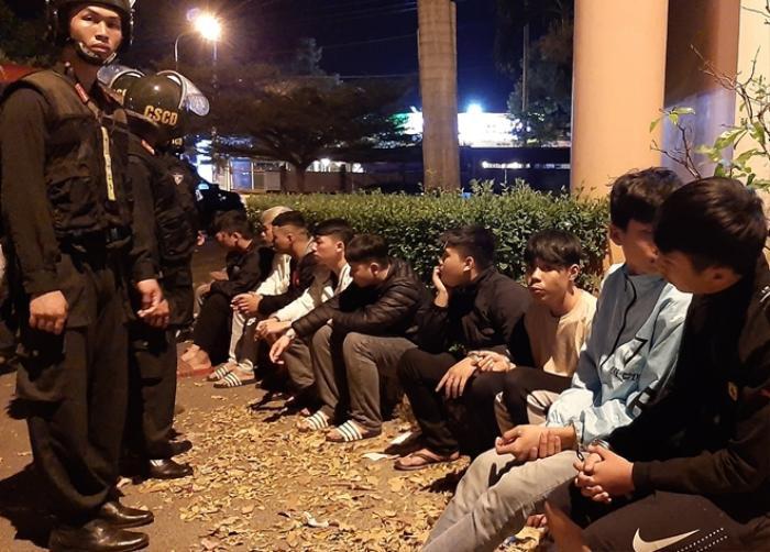 Hàng trăm CSCĐ ngăn chặn vụ hỗn chiến giữa 2 nhóm thanh niên đem nhiều hung khí