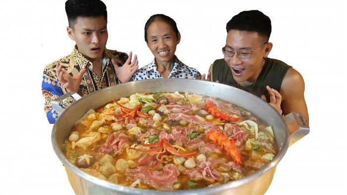 Lẩu là một món ăn Bà Tân thường hay đưa lên vlog xong lại ít khi được làm theo cách… chuẩn của món ăn này. (Ảnh chụp màn hình)