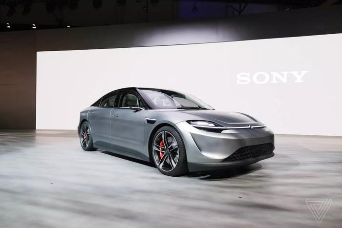 """Mẫu xe điện của Sony cũng sử dụng """"nền tảng thiết kế xe điện mới"""", có thể là được cung cấp bởi nhà cung ứng xe hơi Magna. Sony nói rằng nó có thể có mặt trên các loại phương tiện khác như SUV. (Ảnh: Sam Byford / The Verge)"""