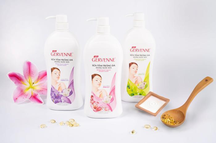 Sữa tắm trắng da hương nước hoa Gervenne, với sự kết hợp của tinh chất Sữa Dê và Vitamin B3, giúp các bạn gái nuôi dưỡng làn da trắng thơm như ý.