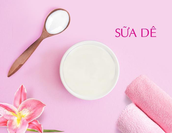 Sữa Dê được biết đến như một thành phần có khả năng dưỡng trắng da hiệu quả và cung cấp độ ẩm cho da mịn màng.