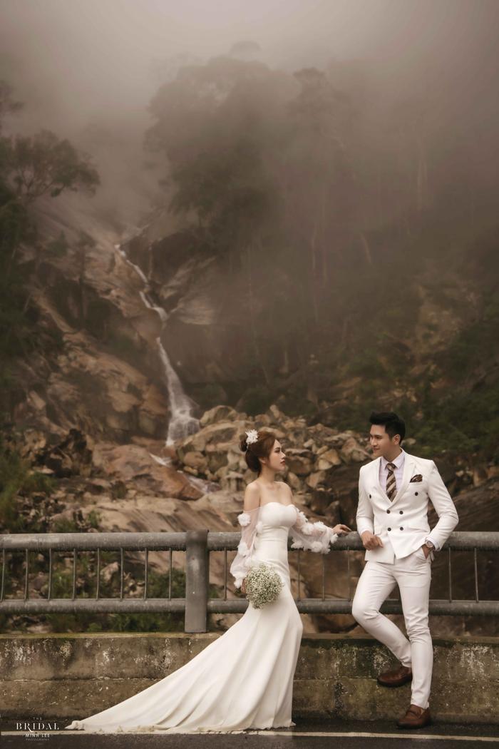 Hậu hôn lễ bí mật, Minh Anh khoe bộ ảnh cưới lung linh cùng vợ tại Đà Lạt ảnh 1