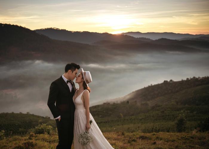 Hậu hôn lễ bí mật, Minh Anh khoe bộ ảnh cưới lung linh cùng vợ tại Đà Lạt ảnh 5