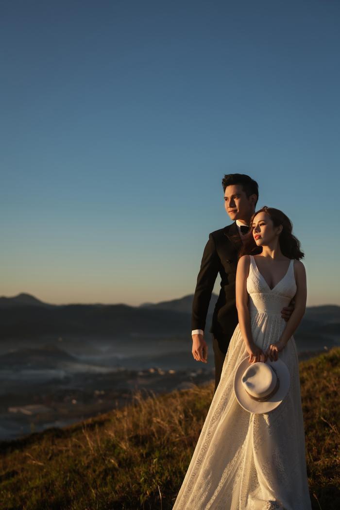 Hậu hôn lễ bí mật, Minh Anh khoe bộ ảnh cưới lung linh cùng vợ tại Đà Lạt ảnh 7