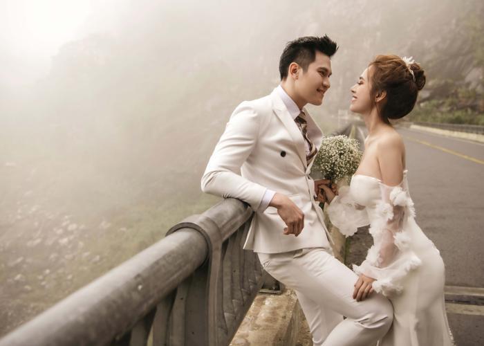 Hậu hôn lễ bí mật, Minh Anh khoe bộ ảnh cưới lung linh cùng vợ tại Đà Lạt ảnh 8