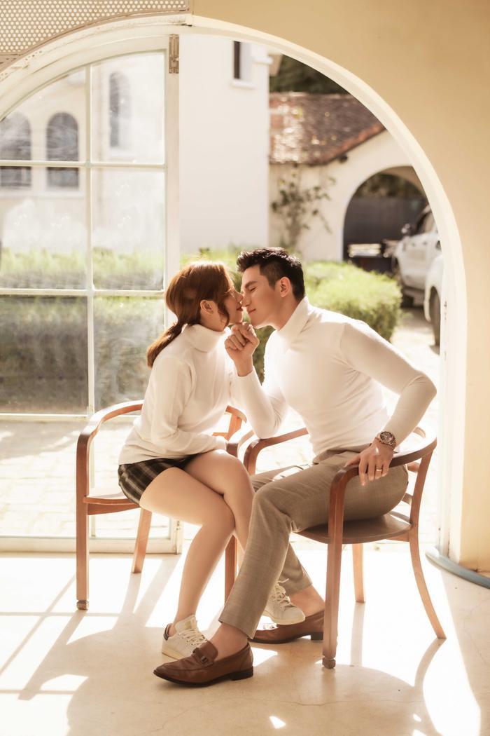 Hậu hôn lễ bí mật, Minh Anh khoe bộ ảnh cưới lung linh cùng vợ tại Đà Lạt ảnh 9