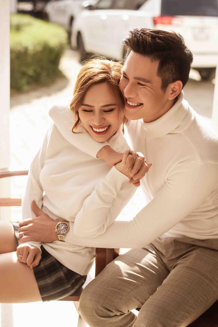 Hậu hôn lễ bí mật, Minh Anh khoe bộ ảnh cưới lung linh cùng vợ tại Đà Lạt ảnh 10