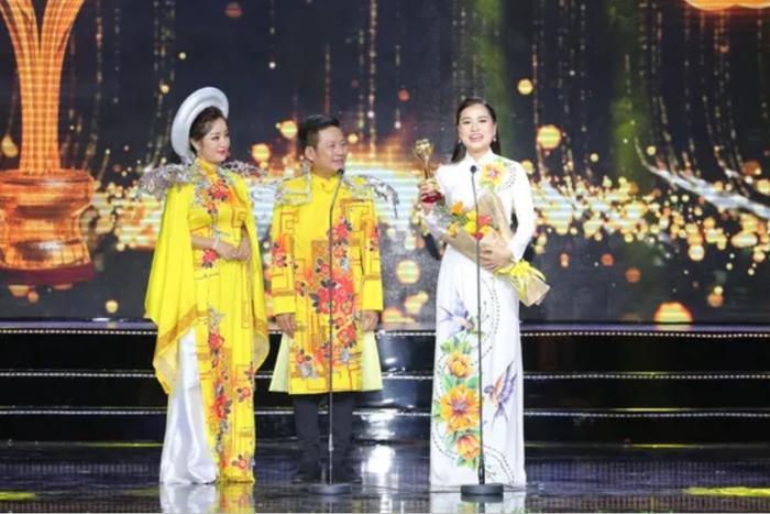 Mai Vàng 2019: Ninh Dương Lan Ngọc  Cao Minh Đạt thắng giải diễn viên được yêu thích nhất ảnh 4