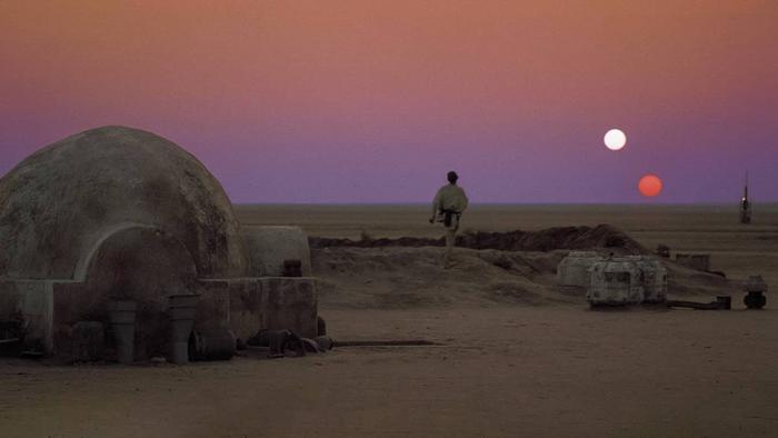 Một Tatooine khô cằn sỏi đá…