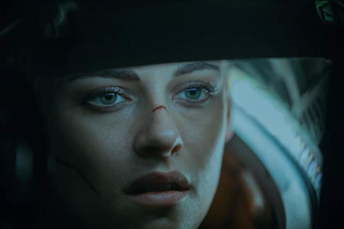 Cuối tuần xem gì ở rạp: Cặp đôi xe ôm Thái Lan chiến với Kristen Stewart cùng 'Underwater' ảnh 2