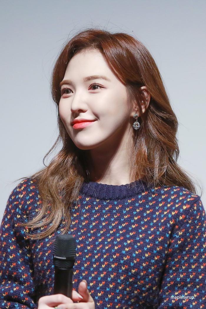 Wendy đã gửi thức ăn cổ vũ cho Red Velvet và vũ công.