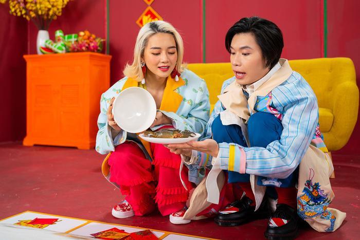 Lần đầu hợp tác, Thiều Bảo Trang và Quang Trung khiến fan choáng vì chiếc bụng siêu to khổng lồ ảnh 1