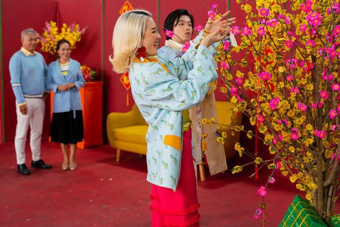 Lần đầu hợp tác, Thiều Bảo Trang và Quang Trung khiến fan choáng vì chiếc bụng siêu to khổng lồ ảnh 8