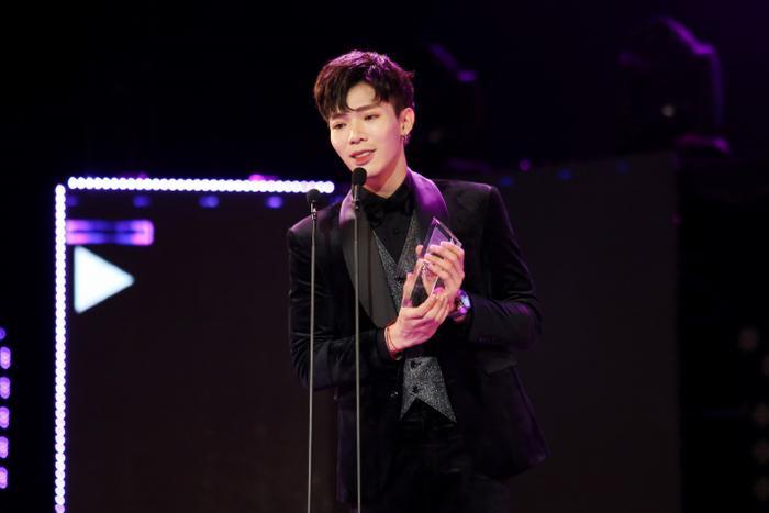 AMEE và ERIK đại thắng tại Zing Music Awards 2019, Jack lần đầu lộ diện khán giả trong lễ trao giải ảnh 1