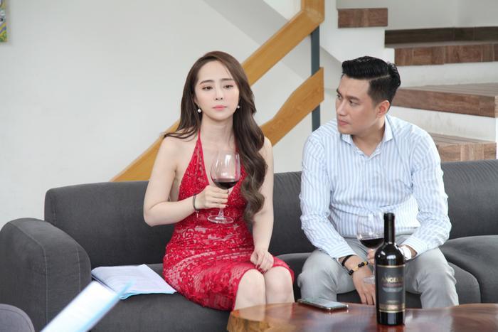 Cảnh hôn đánh dấu một bước ngoặt mới trong tình cảm của nhân vật Quỳnh Nga với hai người đàn ông đồng thời cũng chuẩn bị cho những diễn tiến mới trong phim