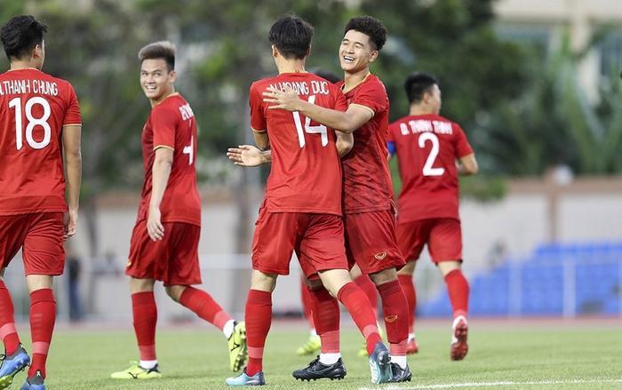 Người hâm mộ có thể xem trực tiếp đội tuyển U23 Việt Nam đối đầu U23 UAE tại VCK U23 Châu Á 2020 trên kênh sóng của VTV hoặc kênh YouTube của Next Sports. (Ảnh: Hoàng Linh/TTXVN)