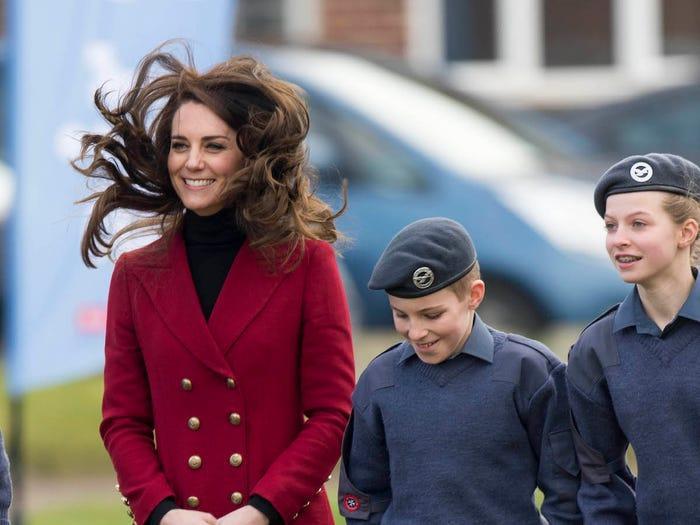 13 khoảnh khắc hài hước chứng minh Kate Middleton cũng giống mọi người vợ người mẹ khác ảnh 3