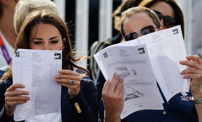 13 khoảnh khắc hài hước chứng minh Kate Middleton cũng giống mọi người vợ người mẹ khác ảnh 10