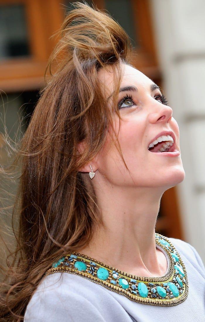 13 khoảnh khắc hài hước chứng minh Kate Middleton cũng giống mọi người vợ người mẹ khác ảnh 4