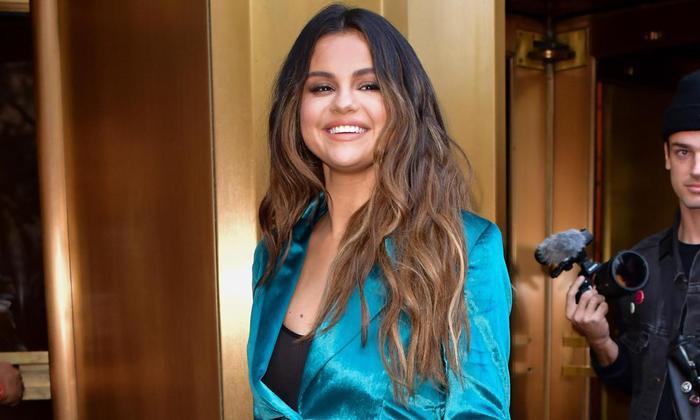 Qua 4 năm sóng gió, cô nàng cuối cùng cũng đã vực dậy thành công những chuỗi ngày giông bão và trở lại làng nhạc với tuyệt phẩm mang tên Rare. Xin chúc mừng Selena Gomez.