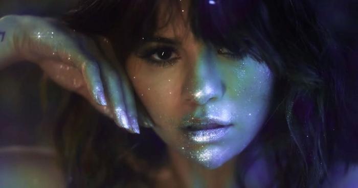"""Liệu rằng ca khúc Rare cũng sẽ đạt được vị trí no.1 trên BXH Billboard như """"người chị em"""" của nó – Lose You To Love Me?"""