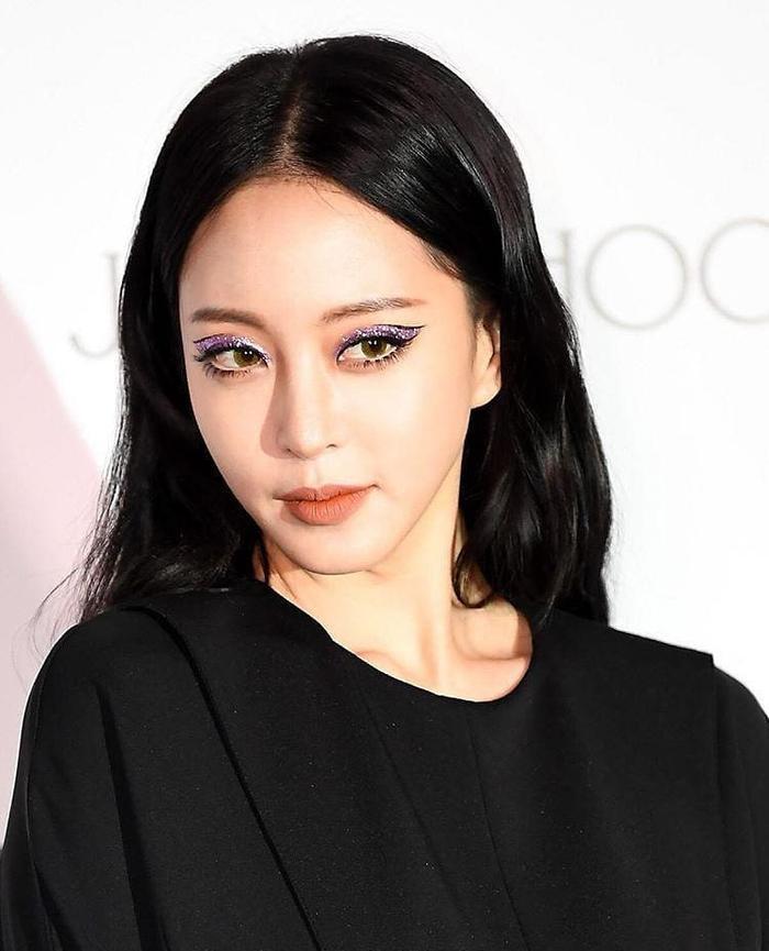 Cận cảnh gương mặt xinh đẹp như búp bê với đôi mắt được make up quá xuất sắc của Han Ye Seul