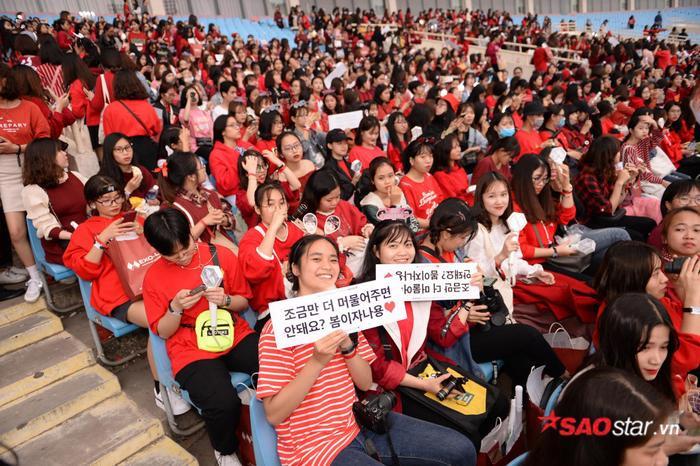 Cập nhật 2020 Kpop Super Concert trước giờ G: Mỹ Đình đông kín, hé lộ những hình ảnh đầu tiên về sân khấu chính thức ảnh 17