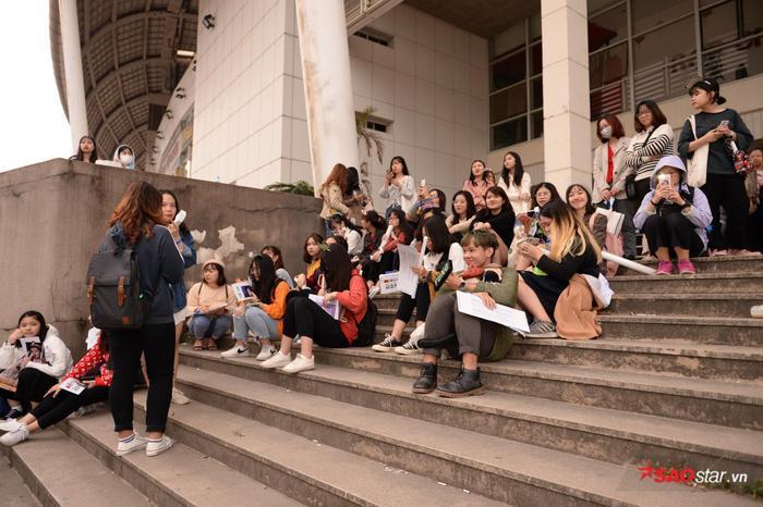 Cập nhật 2020 Kpop Super Concert trước giờ G: Mỹ Đình đông kín, hé lộ những hình ảnh đầu tiên về sân khấu chính thức ảnh 1