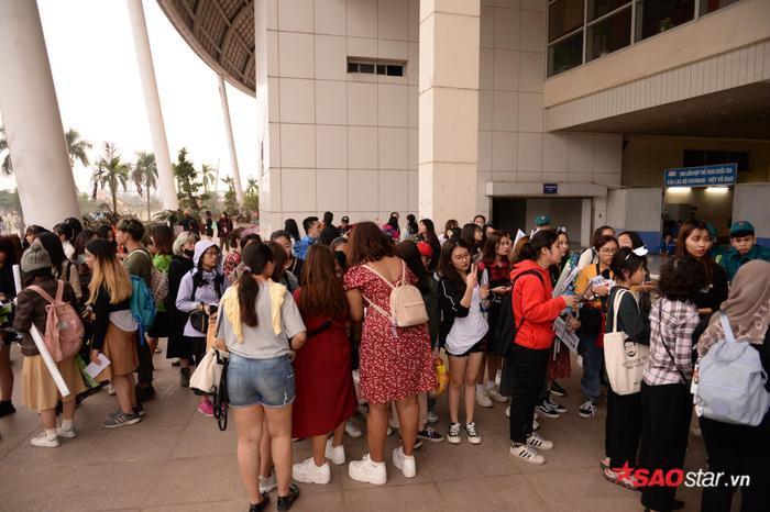 Cập nhật 2020 Kpop Super Concert trước giờ G: Mỹ Đình đông kín, hé lộ những hình ảnh đầu tiên về sân khấu chính thức ảnh 4