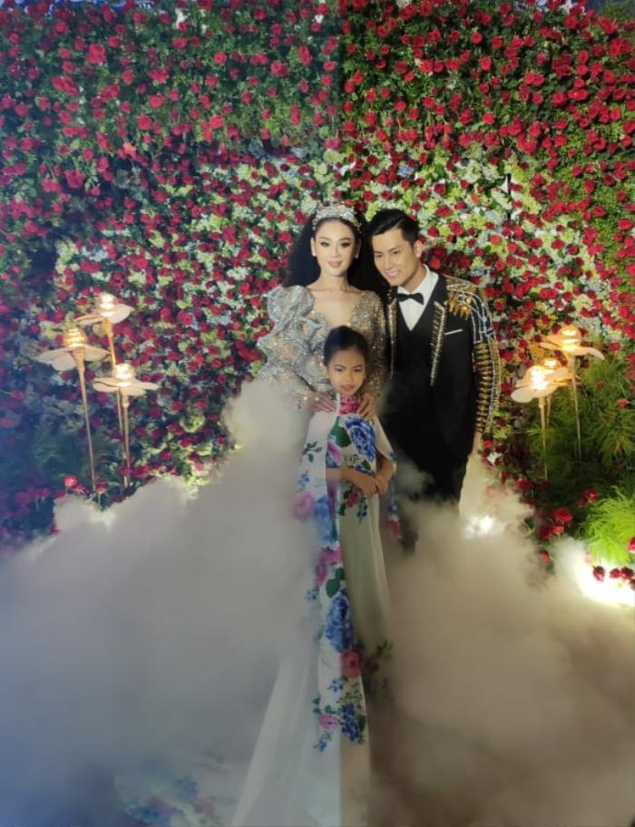 Lâm Khánh Chi chơi lớn tặng quà đặc biệt cho 10 cặp đôi LGBT tại lễ cưới tập thể ảnh 1