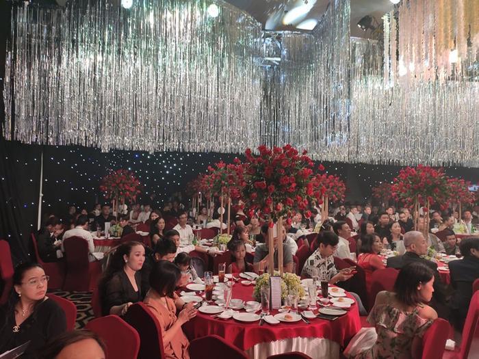 Lâm Khánh Chi chơi lớn tặng quà đặc biệt cho 10 cặp đôi LGBT tại lễ cưới tập thể ảnh 13