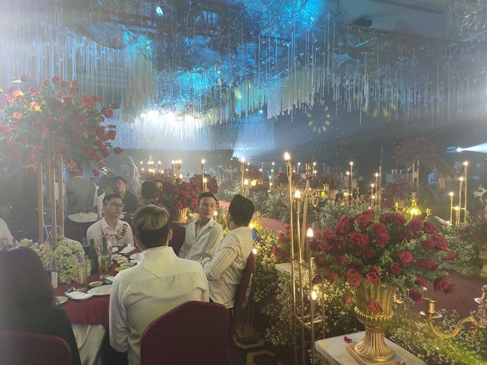 Lâm Khánh Chi chơi lớn tặng quà đặc biệt cho 10 cặp đôi LGBT tại lễ cưới tập thể ảnh 14