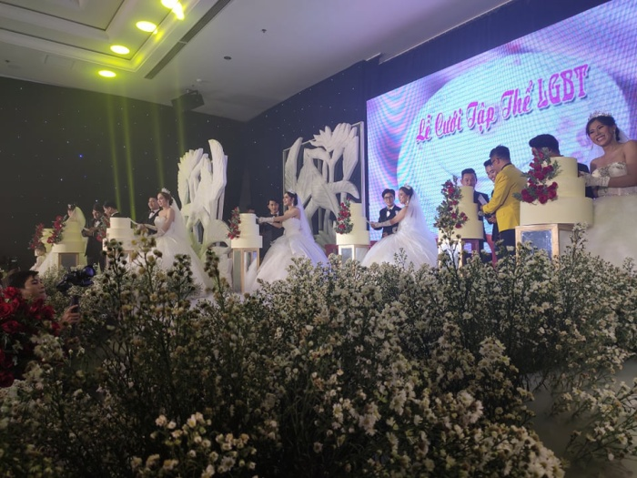 Lâm Khánh Chi chơi lớn tặng quà đặc biệt cho 10 cặp đôi LGBT tại lễ cưới tập thể ảnh 10