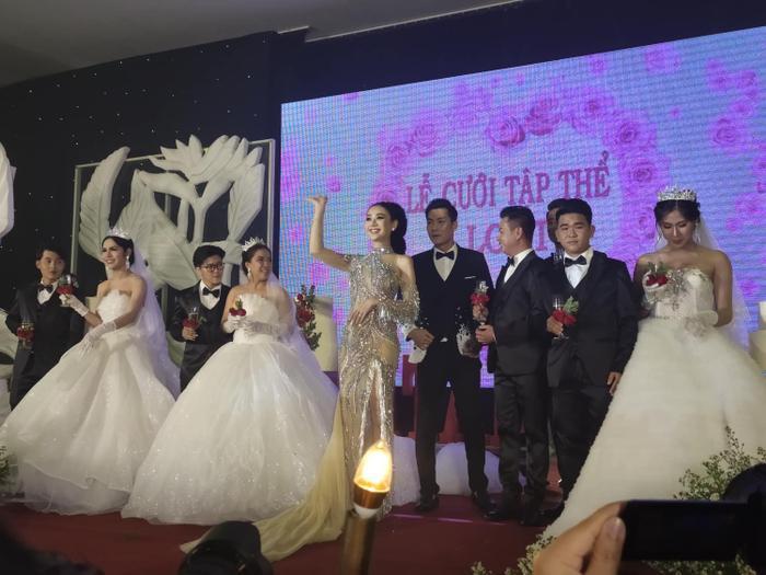 Lâm Khánh Chi ngất xỉu giữa sự kiện đám cưới của 10 cặp đôi LGBT vì kiệt sức - Ảnh 3.