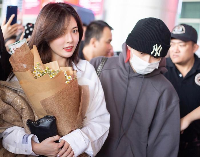 DAWN bất ngờ xuất hiện tại sân bay sang Việt Nam cũng bạn gái HyunA
