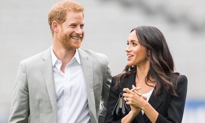Hoàng tử Harry và Công nương Meghan Markle gây bất ngờ khi tuyên bố rút lui khỏi vai trò thành viên cấp cao trong Hoàng gia Anh. (Ảnh:Cosmopolitan)