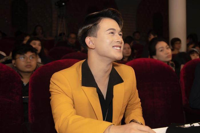 Quang Anh diện vest cực bảnh bao, hứa hẹn năm 2020 bùng nổ với vai trò mới ảnh 4