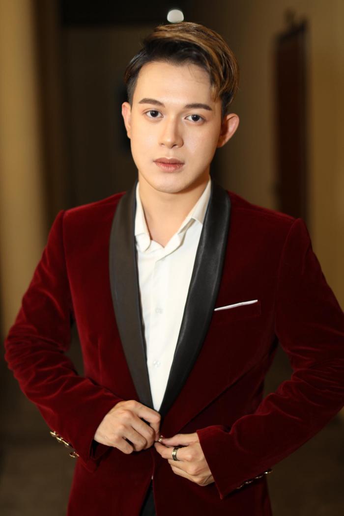 Quang Anh diện vest cực bảnh bao, hứa hẹn năm 2020 bùng nổ với vai trò mới ảnh 0