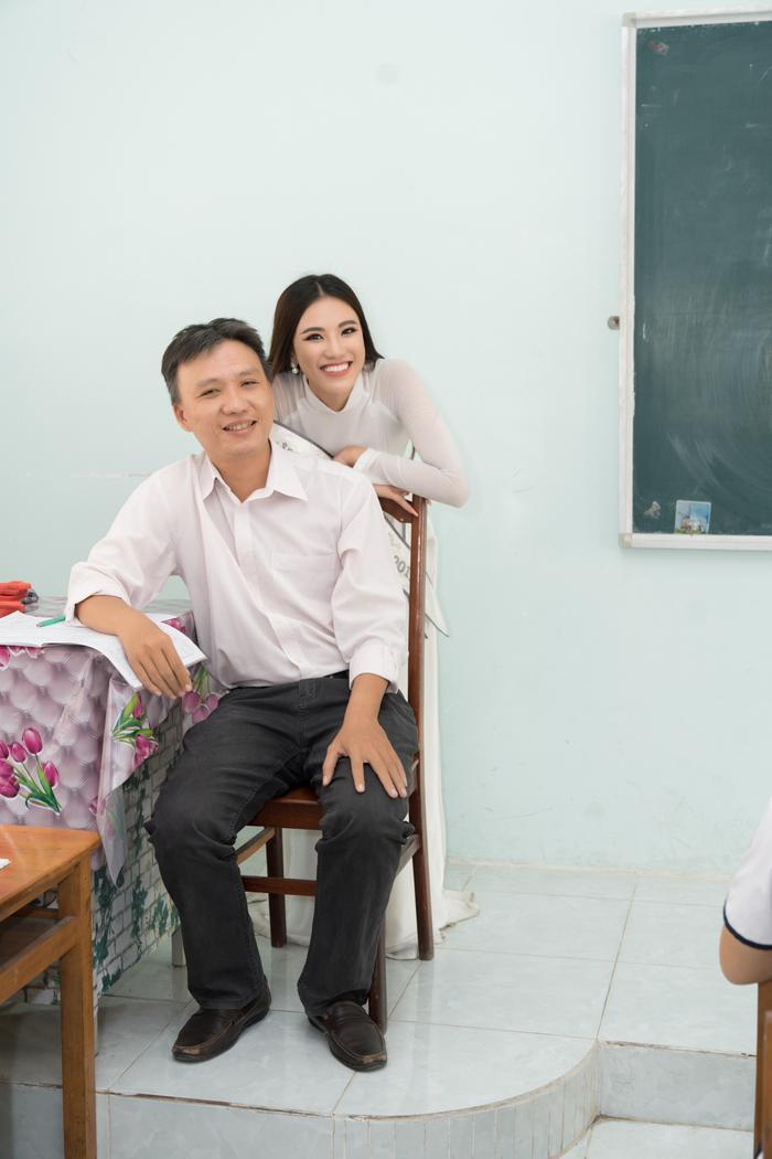 Á hậu Kim Duyên đẹp rạng rỡ, trao học bổng 80 triệu cho học sinh  sinh viên Cần Thơ ảnh 5