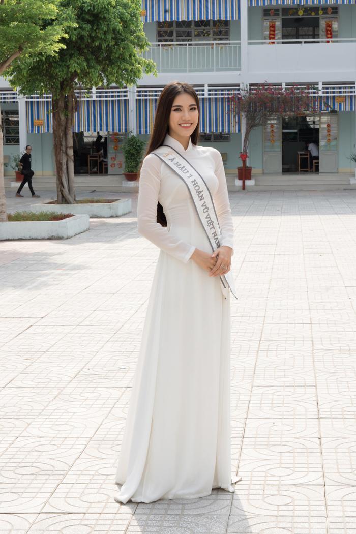 Á hậu Kim Duyên đẹp rạng rỡ, trao học bổng 80 triệu cho học sinh  sinh viên Cần Thơ ảnh 7