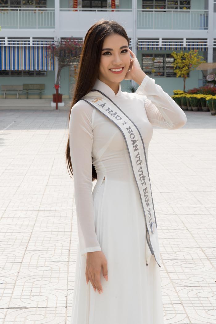 Á hậu Kim Duyên đẹp rạng rỡ, trao học bổng 80 triệu cho học sinh  sinh viên Cần Thơ ảnh 8
