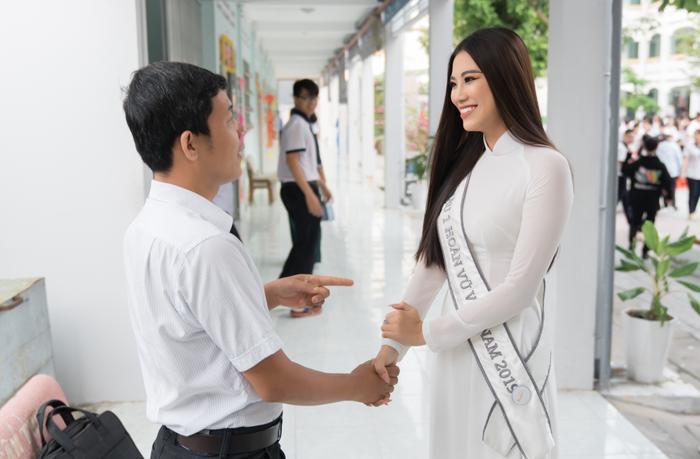 Á hậu Kim Duyên đẹp rạng rỡ, trao học bổng 80 triệu cho học sinh  sinh viên Cần Thơ ảnh 4