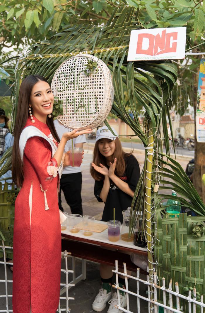 Á hậu Kim Duyên đẹp rạng rỡ, trao học bổng 80 triệu cho học sinh  sinh viên Cần Thơ ảnh 10