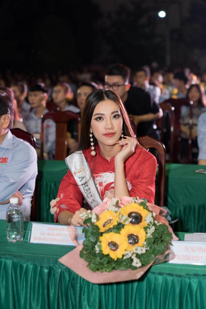 Á hậu Kim Duyên đẹp rạng rỡ, trao học bổng 80 triệu cho học sinh  sinh viên Cần Thơ ảnh 9
