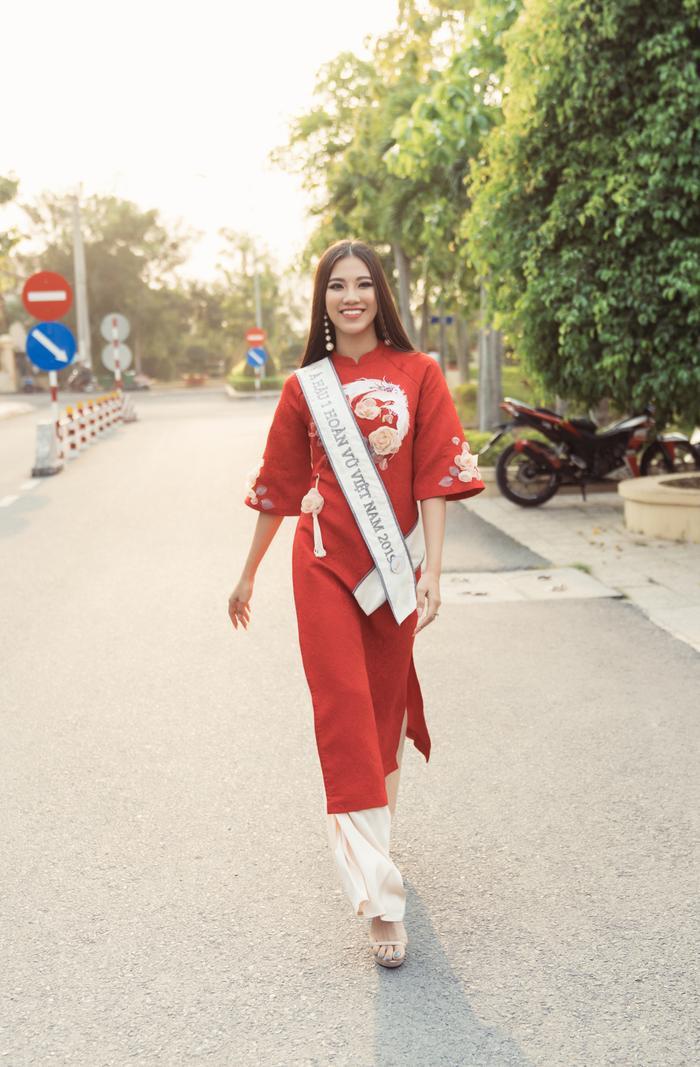 Á hậu Kim Duyên đẹp rạng rỡ, trao học bổng 80 triệu cho học sinh  sinh viên Cần Thơ ảnh 14